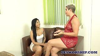 Heavy bottomed Luana Matrix has lured talkative lesbo for horny sex