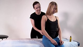 Inexperienced naked main Rita Mochalkina spreads legs and enjoys erotic rub down