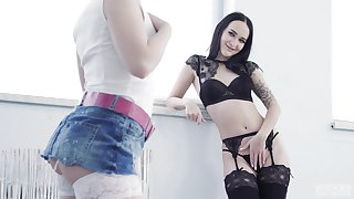 Dame on girl action with down in the mouth pussy lovers Anna Ray with an increment of Sasha Sparrow